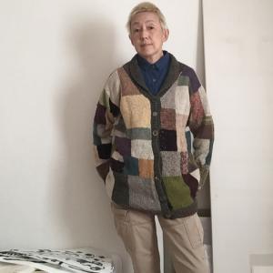 真夏に編んだウールの行き当たりばったりカーディガン