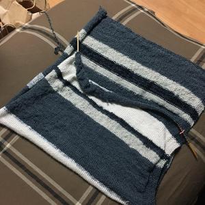 毛糸のパンツをひざ掛けに編み直す(11)寒さが後押し