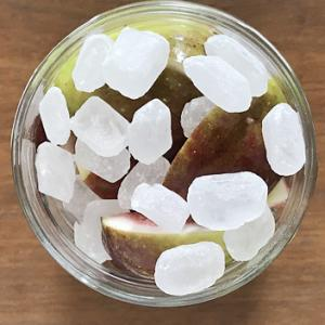 【手作り発酵食品】夏・イチジクと氷砂糖でシロップを仕込んでみました。