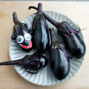 【ナス/レシピ】夏野菜の大量消費。レンチン茄子サンド、漬物、ミートソース!