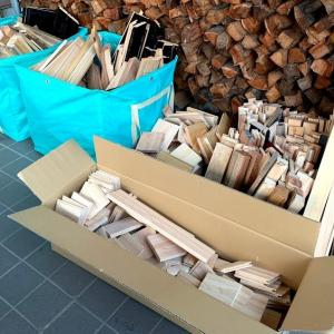 建築端材が次から次で薪棚の薪が減らない