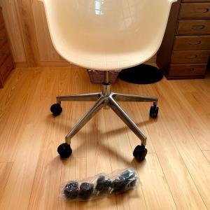 妻のお洒落な椅子もウレタンキャスターに交換