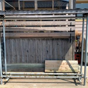 薪棚が空くと同時に薪割り、これが薪ストーブライフ