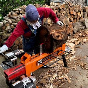 12立米の薪棚を埋めるぞ~、オ~!