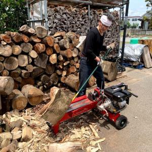 薪割り機のエッジに木が刺さって外せない時の解決法