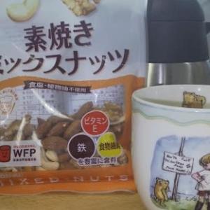 朝はコーヒーとナッツ
