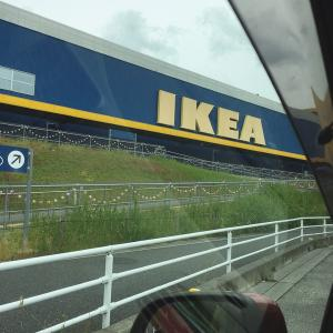 IKEAと今日は組立家具の日