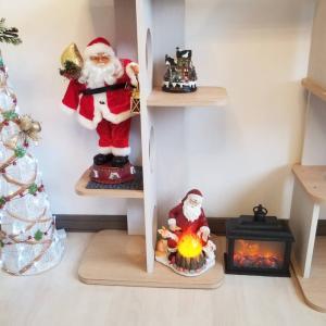 クリスマス仕様の猫カフェ