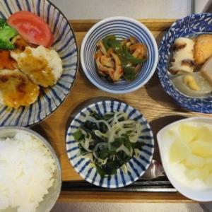 豆腐ハンバーグの甘酢あんかけ、ブロッコリーとトマト添え主菜の昼ごはん