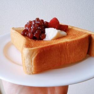 最高トースト(๑´ڡ`๑) イチゴ粒あんココナッツ