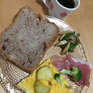 2020  経 4-4 朝ごパン♡薔薇♡ビーツに抜かされた(*⁰▿⁰*)