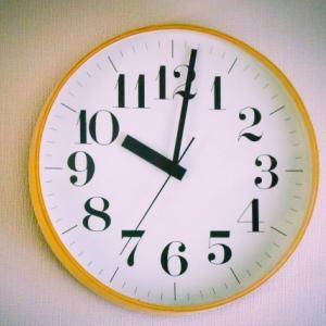 夜中に目が覚めたら眠れない(起きたら寝られない)なら【カチカチ音がしない壁掛け時計】