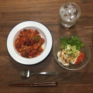 タコと豆のトマト煮込みとアボカド