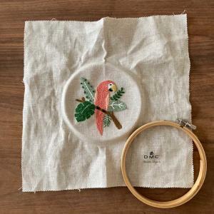 樋口愉美子さんの刺繍 7月熱帯植物