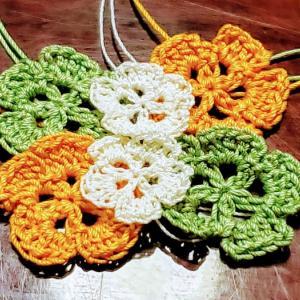 お花を編み編み…そのワケは…