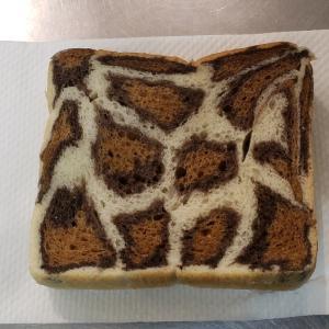 ヒョウ柄のパンと先週のあつ森