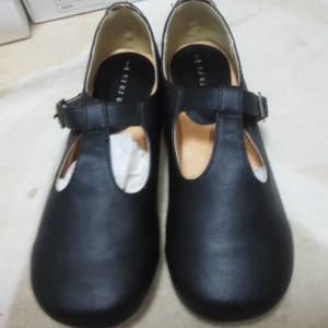 お安い合成皮革の靴は経年劣化があります。履かなくても劣化してしまうのです。私は2足駄目にしました。購入したら履きましょう。