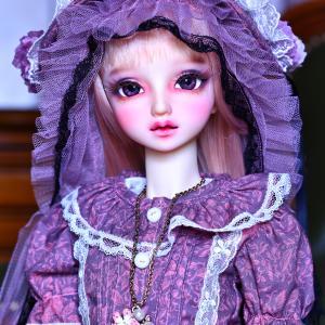 サキさん、ちょっと難しい色合いのドレスを選んでしまって申し訳ありません。