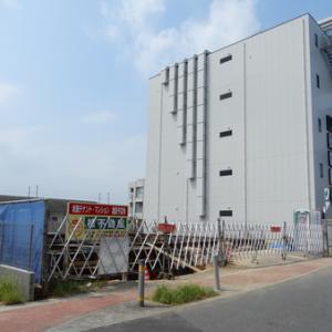 串カツ田中裏で4階建て店舗併用共同住宅の工事が始まった!