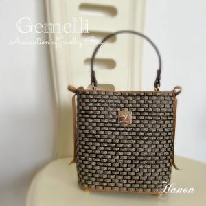仕切りとサイドリボンがついた高級感のあるバッグ【Gemelli】