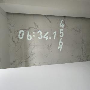 天井プロジェクター 〜ポップアップアラジンは壁時計を愛用中