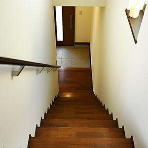 下りるときは慎重に。ヘーベルハウスの直進階段。