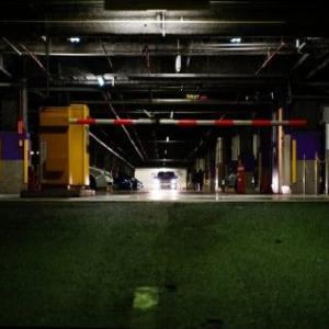 【神奈川県】立体駐車場に止めた車内で女子高生を買春。会社員(45)逮捕