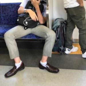 【神奈川県】JR横須賀線の電車内で下半身を露出「しまい忘れた」会社員(26)現行犯逮捕