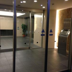 【東京都】30代女性が港区内のマンションで強制わいせつ被害「体を支えようとして触っただけ」不動産会社社員(23)逮捕