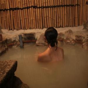 【岡山県】露天風呂で女性が盗撮被害。家族旅行中に犯行。強制わいせつ致傷で逮捕された兵庫の会社員(30)また逮捕