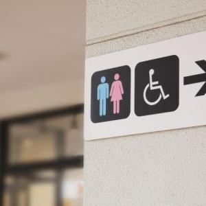 【愛知県】カツラを被って女装して女子トイレに侵入。豊橋市の商業施設で被害。高校講師(26)逮捕