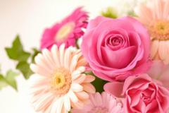 結婚式の招待状を返信するときの書き方・例文