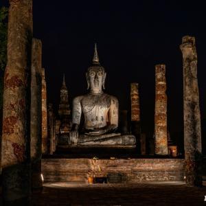 スコータイ歴史公園 ワット・マハータート Wat Maha That, Sukhothai のライトアップ