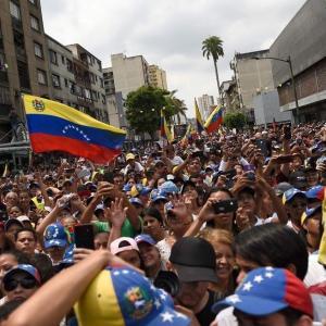 【政治】ベネズエラ、クーデター不発か?野党、大規模デモ、再度、呼びかけ!