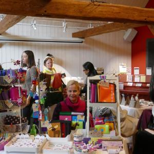 チューリッヒの一足早いクリスマスマーケット手作りのものが多数出展11月2日土11時 -17時