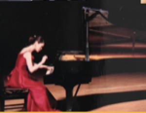 ピアノ奏者ミクちゃんと歌うデンティスト 竹内佐輪子さんがFBのライブ配信で届けます。