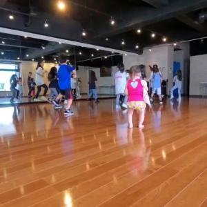 1歳半の娘、ダンススクールデビュー
