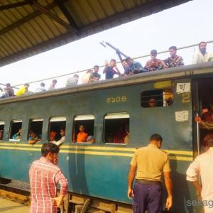 バングラの鉄道へ乗車!さらばバングラ。そしてインドへ戻る