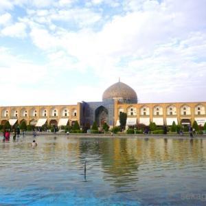 〈世界の半分〉イマーム広場と、イスファハーンの橋巡り