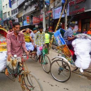 【カオス】バングラ ダッカの刺激的な街並み!【動画あり】