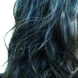初めて髪全体の白髪染をしてみた、グレイヘアーに憧れたけど、私には黒髪がいいみたい