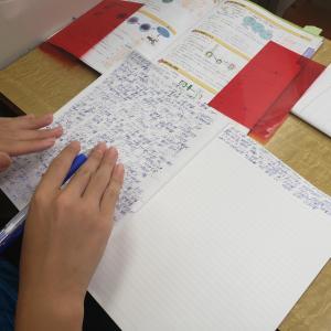 それぞれの勉強方法。覚えたいことを書きまくってました、凄いね、頑張ってね\(^O^)/