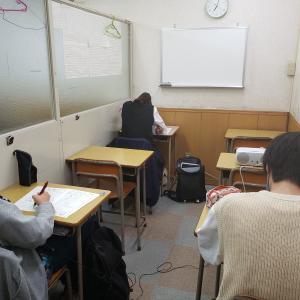 今日の創己ゼミ。月例テスト(高校入試模擬試験)に取り組んでます。
