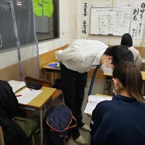 今週、来週は中学生の子達の定期テスト期間です。みんな最後の追い込み頑張って(^_^)