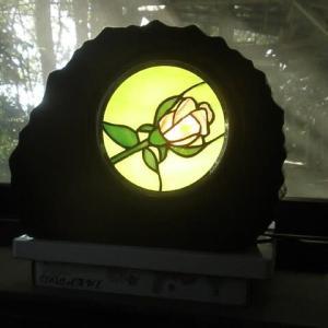動かなくなった時計をバラのスタンドに作りかえました。  2020/10/24