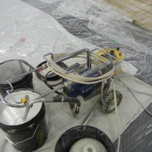岩綿化粧吸音板塗装 機械の音は静かなのでテナント稼働中も施工可能