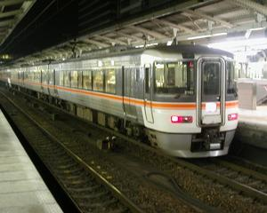 渋谷から東横線で横浜へ出ます
