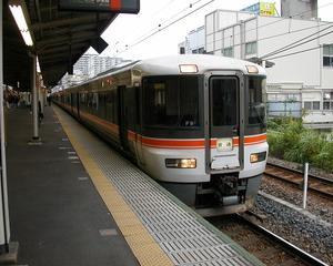 最初の豪華列車は373系普通列車