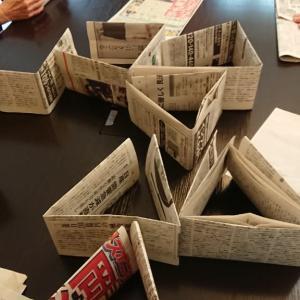 新聞紙、牛乳パック積み上げゲームは頭脳戦!