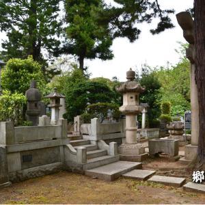 八月の俳句~折からの雨にあいたる墓参り